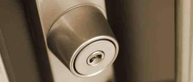 採風勝手口のドアは侵入されやすいので絶対やるべき対策は?