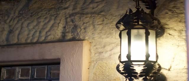 防犯で門灯を設置する本当の狙いは3つ!意外と深い門灯の意味